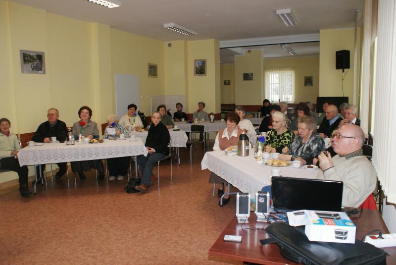 Spotkanie urodzinowo- imieninowe i pokaz prezentacji multimedialnej Zielone zakątki.