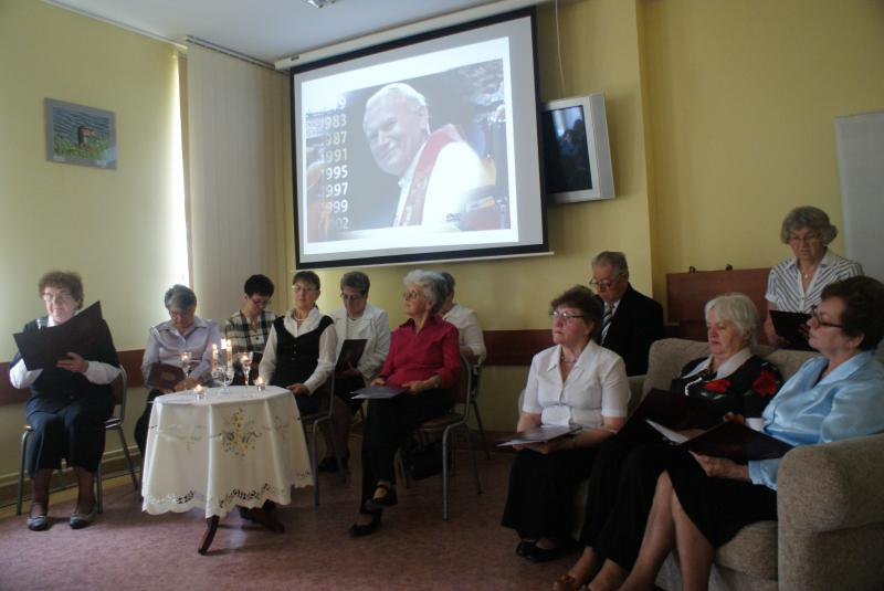 Występ seniorów z okazji kanonizacji Jana Pawła II