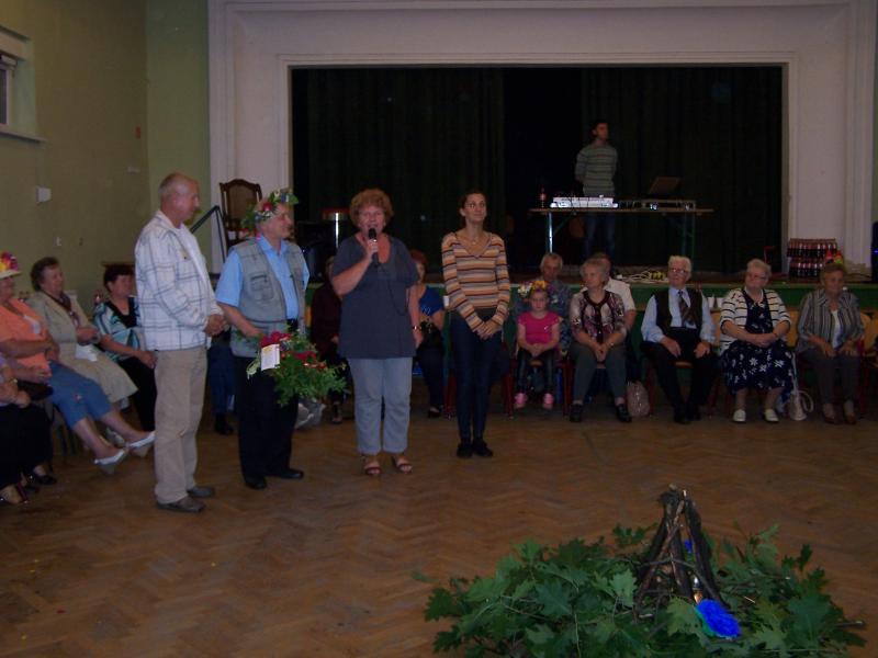Integracja seniorów z Domu Dziennego Pobytu z Opalenicy i Grodziska Wielkopolskiego podczas Nocy Świętojańskiej