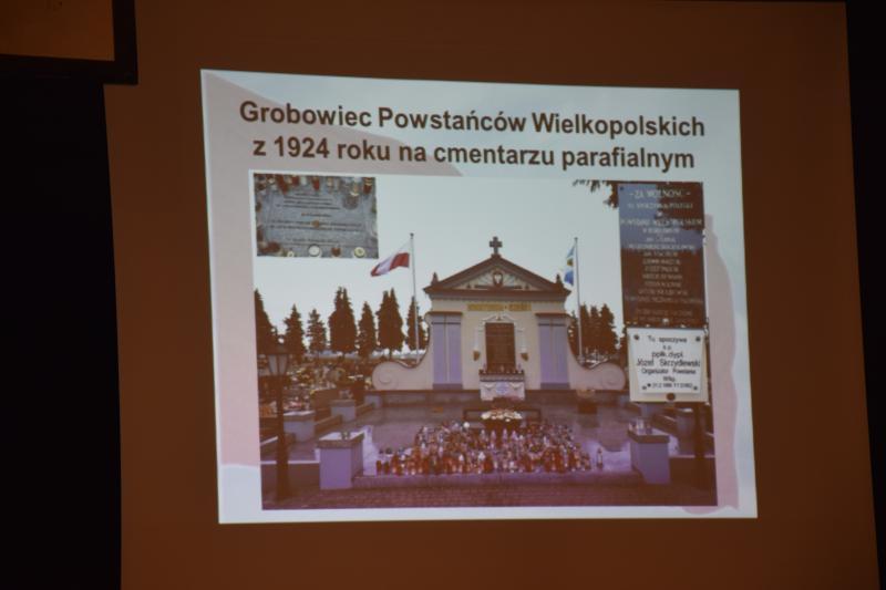Grób Powstańców Wielkoplskich na parafialnym cmentarzu