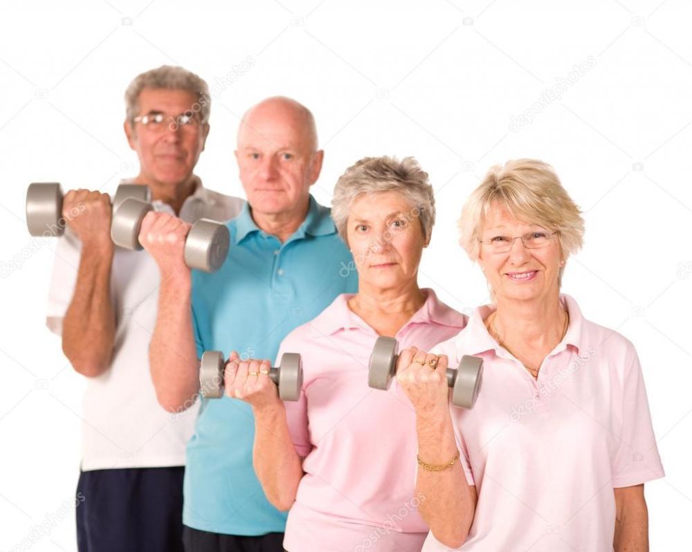 2 kobiety senorki i 2 mężczyzn seniorzy -  stojący z hatlami do ćwiczeń .