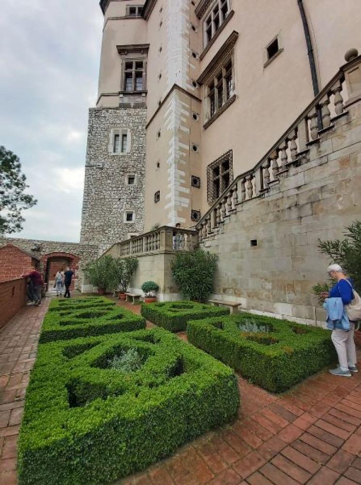 Na zdjęciu widać ogrody królewskie na Wawelu