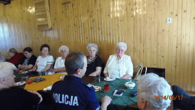Spotkanie członków Klubu Seniora w Krzywiniu pn. Złota Jesień z policjantem