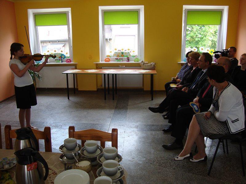 Dzieci ze świetlicy w Wojnowicach w swojej nowej Tęczowej Krainie