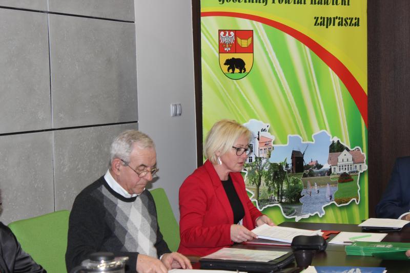Konferencja podsumowująca współpracę Powiatu Rawickiego z organizacjami pozarządowymi.