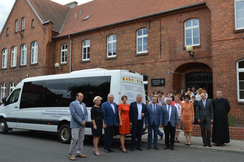 Nowy autobus dla WTZ w Miejskiej Górce.