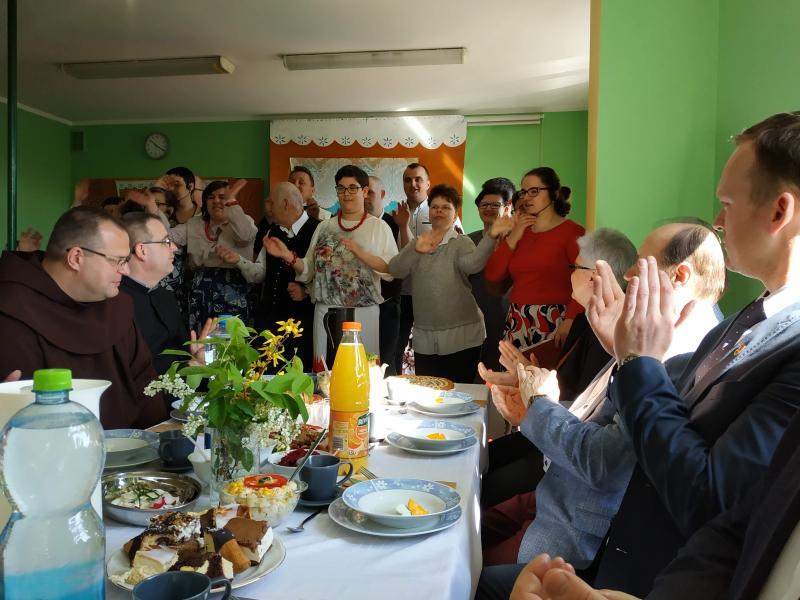 Śniadanie Wielkanocne w Warsztatach Terapii Zajęciowej w Miesjkiej Górce, 2019